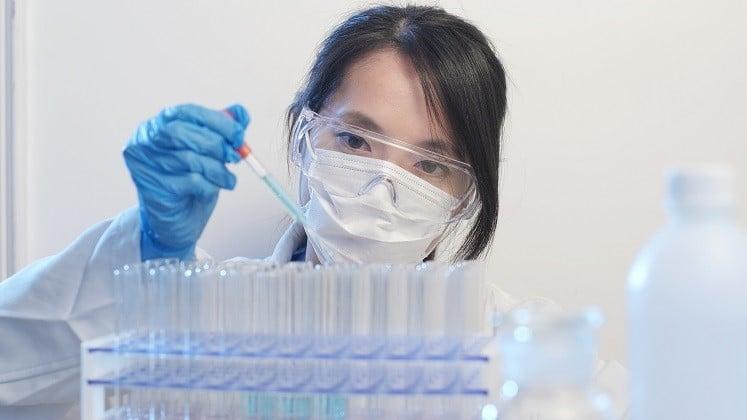 07AUG20 scientist working in stem cell lab-2